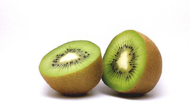 De vogel was eerst en gaf Nieuw-Zeelanders hun bijnaam. Maar deze kiwi kennen we allemaal uit de fruitsla.