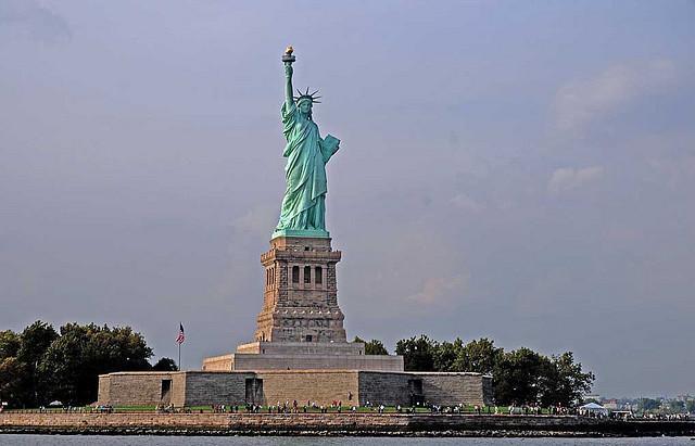 Het beroemde vrijheidsbeeld, gezien vanaf de overzetboot naar New York City.