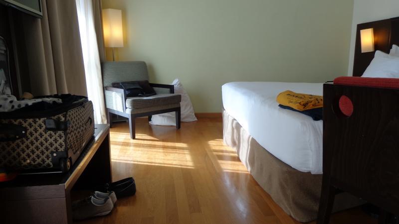 Slaapkamer: ruimte aan het voeteinde van het bed.