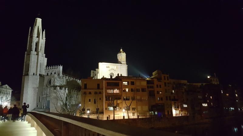 Twee torens domineren de skyline van Girona: van de basiliek en de kathedraal.