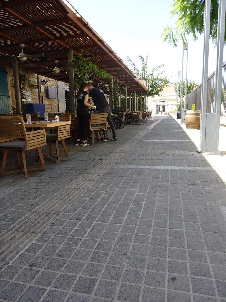 terrasjes met blindengeleidenlijn