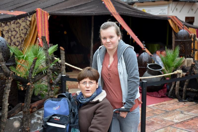 Vakantiefoto met de echtgenote (met rolstoel) en tienerdochter van Jan.