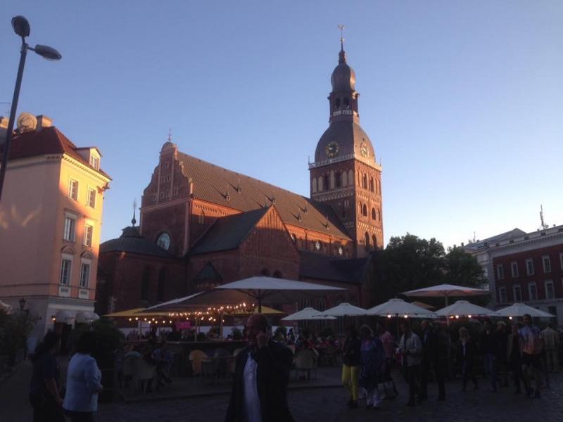 De Dom van Riga in de avondzon.