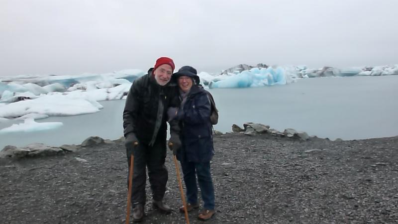 IJsland zoals je je het voorstelt: poseren tussen de ijsschotsen.