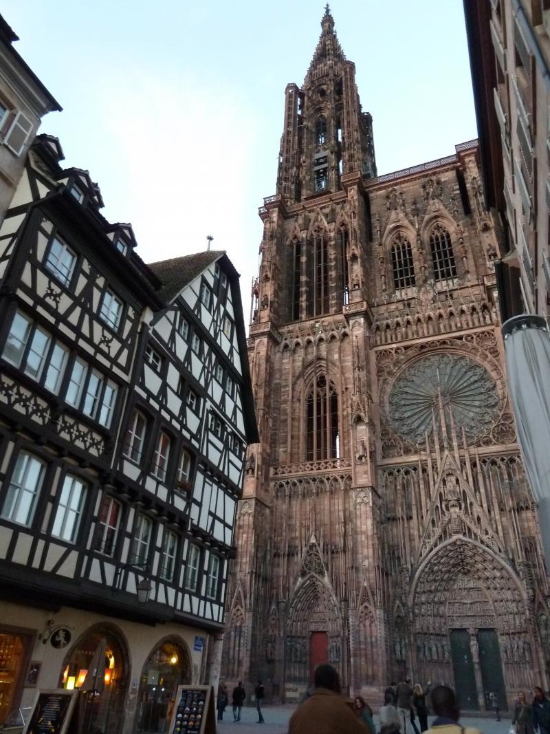 Kathedraal en huizen in vakwerk in Straatsburg