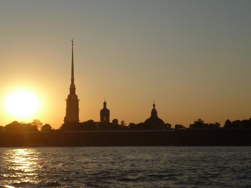 Petrus en Paulus vesting bij zonsondergang.