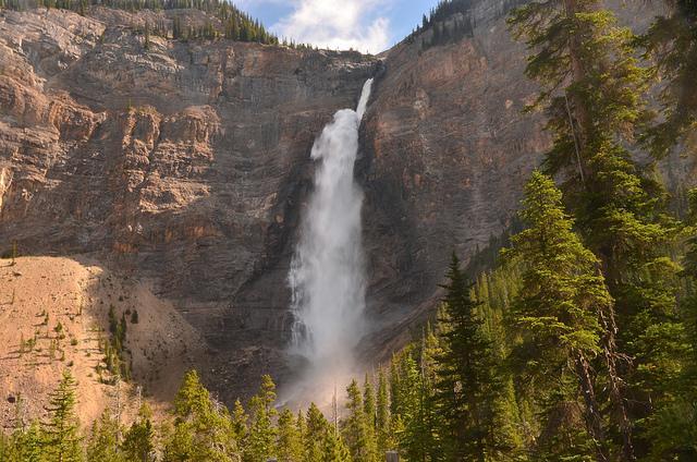 De watervallen van Takkakaw horen bij de hoogste van Canada.