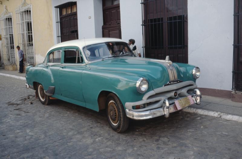 Oldtimer in Cubaans straatje